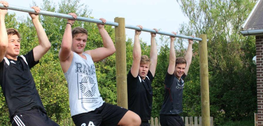 drengene i fitness på efterskolen