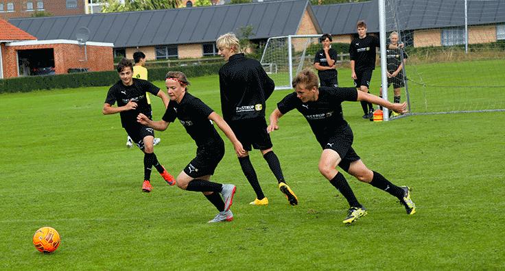 kamptræning på efterskolens fodboldlinje