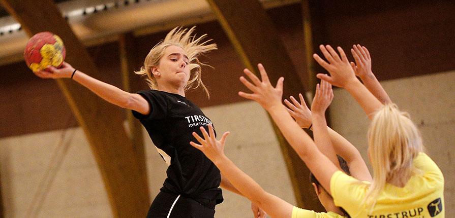 Håndboldpiger DHF turnering efterskole