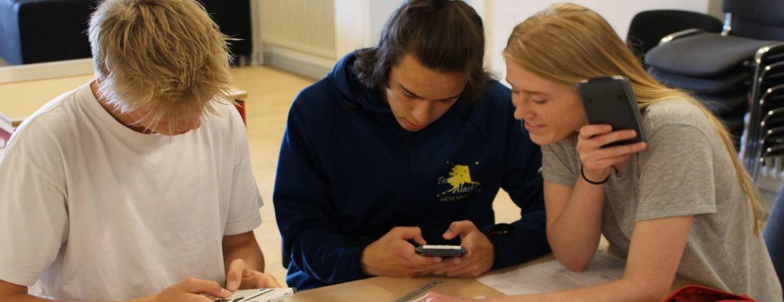 På Tirstrup Idrætsefterskole tilbyder vi dig hjælp til at arbejde videre med din uddannelsesplan. i 10. klasse kommer du ibrobygning. Du får hjælp af efterskolens vejledere om alt inden for uddannelse og erhverv. Du kan f.eks. få svar på spørgsmål om krav og betingelser for forskellige ungdomsuddannelser. Du kan få personlig vejledning, hvis du ønsker det. Vi har også UU-dage på skolen, hvor der også gives personlig uddannelsesvejledning.