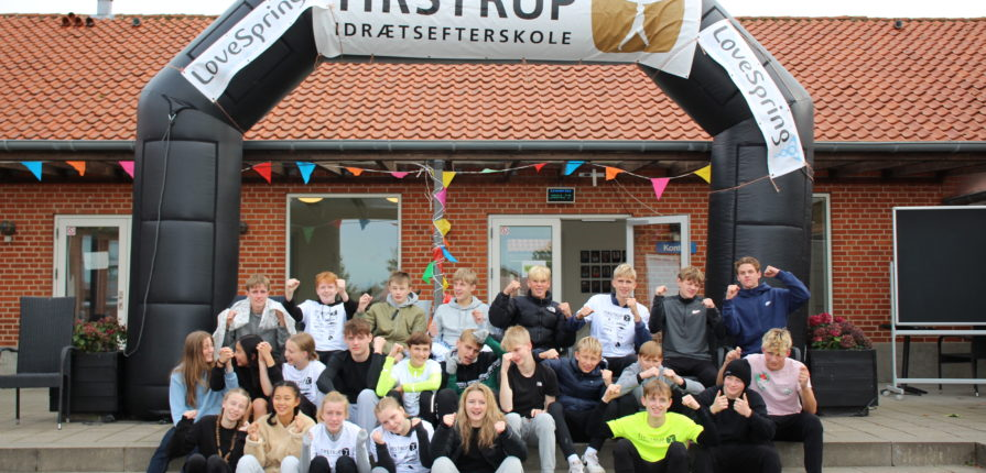 Eleverne på Tirstrup Idrætsefterskole slog alle rekorder og skaffede rent drikkevand til mere end 7000 mennesker ved dette års 24-timersløb.