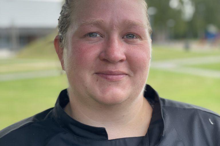 Lotte Crone, køkkenassistent på Tirstrup Idrætsefterskole